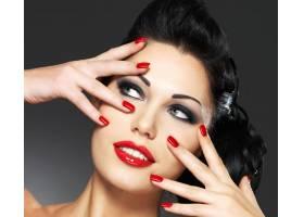 红指甲创意发型化妆的时尚美女_10730145