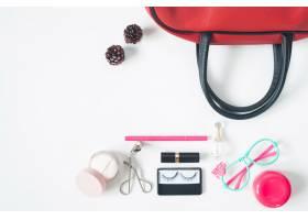 基本美容项目的俯视红色手袋时尚眼镜和_1233432