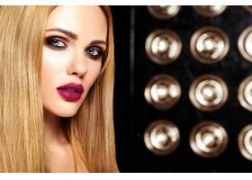 美女模特的性感魅力写真清新的日常妆粉_7252844