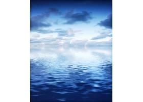 美丽的天空明亮的大海_94315101