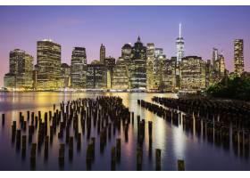 美国黄昏时分纽约市曼哈顿市中心的天际_1048015101