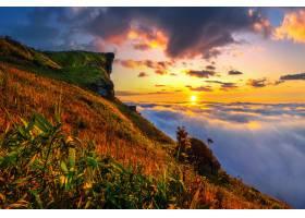 泰国清莱省的富智发和日出时的薄雾_1324999201