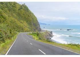 新西兰海岸公路一条风景优美的公路蜿蜒在_146735501