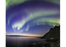 挪威海面和岩石上令人叹为观止的极地之夜_1017562101