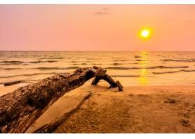 海滩上的日落_366046601