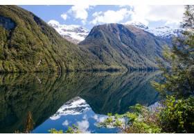 新西兰米尔福德海湾镜湖美景_1323557101