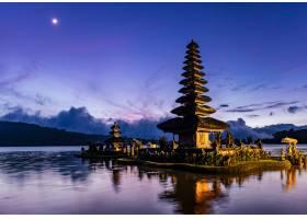 日出中的巴厘塔印度尼西亚_469401601