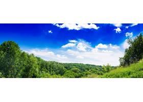 夏日的田野映衬着蓝天美丽的风景横幅_712260401