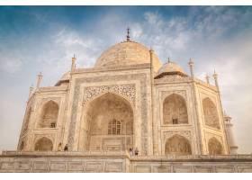 多云天空下印度阿格拉泰姬陵建筑的美丽特写_1134304101
