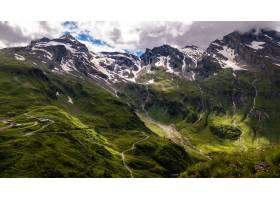 多云天空下积雪覆盖的山区风景的美丽风景_1291023801