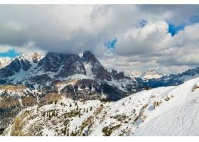 多云天空下阿尔卑斯山的美丽山脉非常适合_1306197501