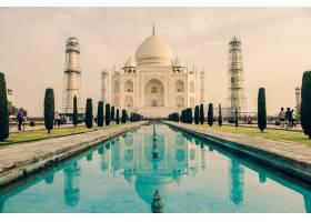 多云的天空下印度阿格拉泰姬陵建筑的美丽_1118379601