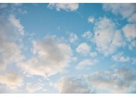 令人惊叹的美丽的云彩天空_1077536601