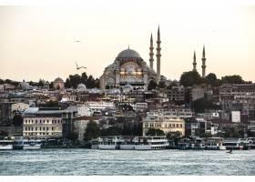 伊斯坦布尔的海洋上有游轮_322077601