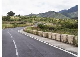 具有自然景观的高速公路_522879401