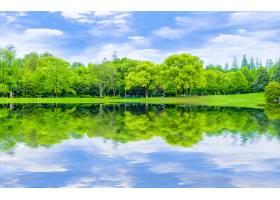 倒影花园景观草坪抽象背景蓝天白云_124416701