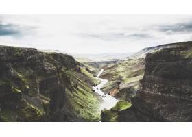 冰岛乡村许多大裂缝中的一个美丽的广角镜头_781059201