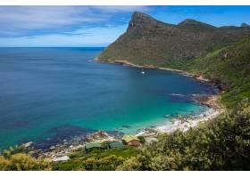 南非开普敦好望角海滩上美丽的山景_898997801