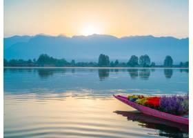 印度克什米尔达尔湖上的日出_125453401