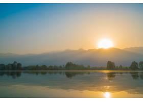 印度克什米尔达尔湖上的日出_125453501