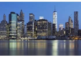 黄昏时分纽约市曼哈顿中城的景色东河上_10480117