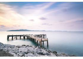 黄昏长时间曝光的海上码头和码头_4690173