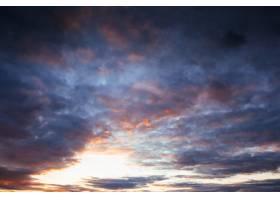 群山里五颜六色的天空太阳的背景日落_9147835
