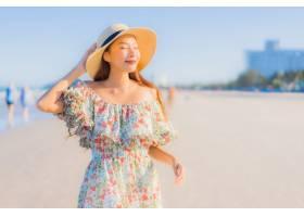 肖像美丽的亚洲年轻女子开心的微笑在热带_7357964