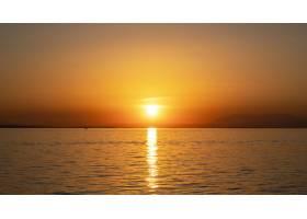 爱琴海海岸上的日落远处的轮船和陆地水_12311570