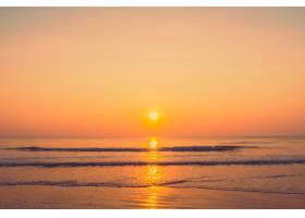 海滩上美丽的日出_4098013