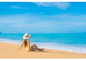 旅游度假中在海滩放松的美丽亚洲年轻女子肖_11206300