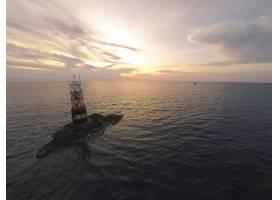 无人机飞行拍摄的迷人自然景观的航拍照片_1382353