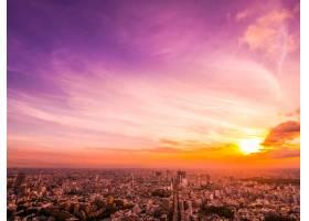 日落时东京市周围建筑和建筑的美丽鸟瞰_4188627