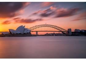 悉尼海港大桥的美丽镜头天空是浅粉色和蓝_10399362
