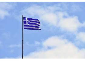 希腊国旗在风中蓝天飘扬旅行和度假的夏季_2924528