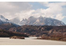 智利巴塔哥尼亚在多云的天空下雪山的美_10120056