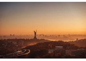 夕阳下的祖国母亲纪念碑在乌克兰的基辅_7283308