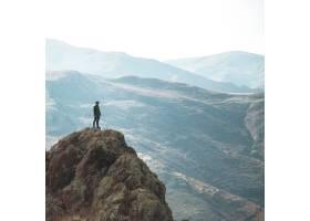 孤独的徒步旅行者_7630704