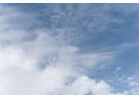 宁静的天然云的蓝色梯度_12110165