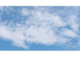 宁静的天然云的蓝色梯度_12110168