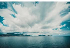 天空中的乌云与岛屿_3661879