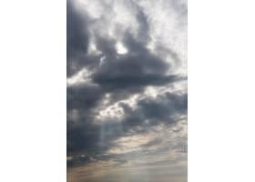 天空中的云垂直拍摄_12108186