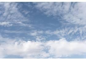 天空中蓬松的云彩_12108693