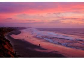 在令人叹为观止的日落天空下高角拍摄美丽的_11890104