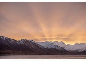 冰岛山区冬季日出的令人叹为观止的镜头_9932416