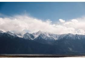 印度拉达克的雪山蓝天_4695539
