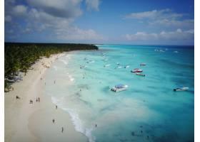 从高空俯瞰多米尼加共和国某处金色海滩上的_1275100