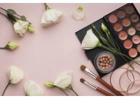 带鲜花和美容调色板的俯视圆形框架_5590639