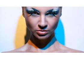 化着美妆的美丽的高加索女子_6087715