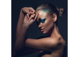 化着美妆的美丽的高加索女子_6087718